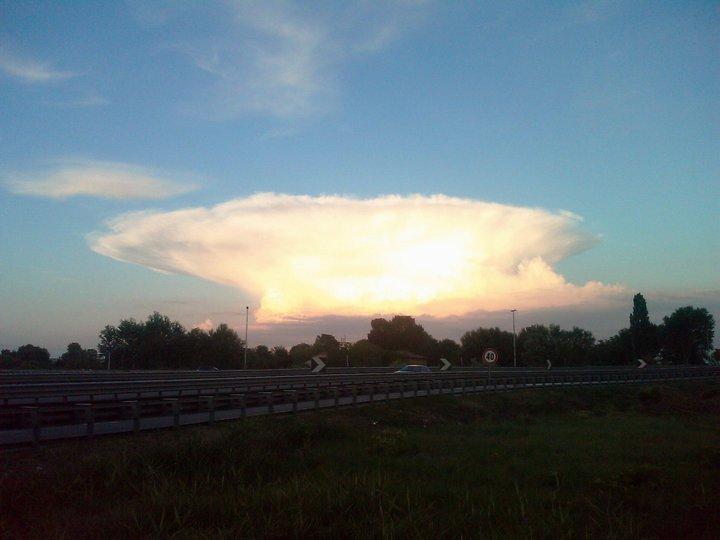 Nuvola atomica